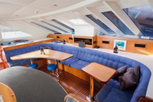 shore thing liveaboard dining area