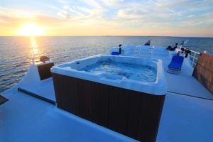 hot-tub-avalon-ii-liveaboard