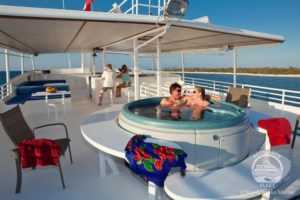 hot-tub-cayman-aggressor-liveaboard