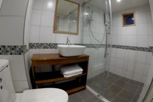 Infiniti Philippine Liveaboard Bathroom
